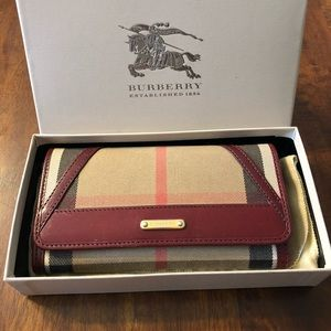 Burberry Wallet. Authentic. Made in Italy.